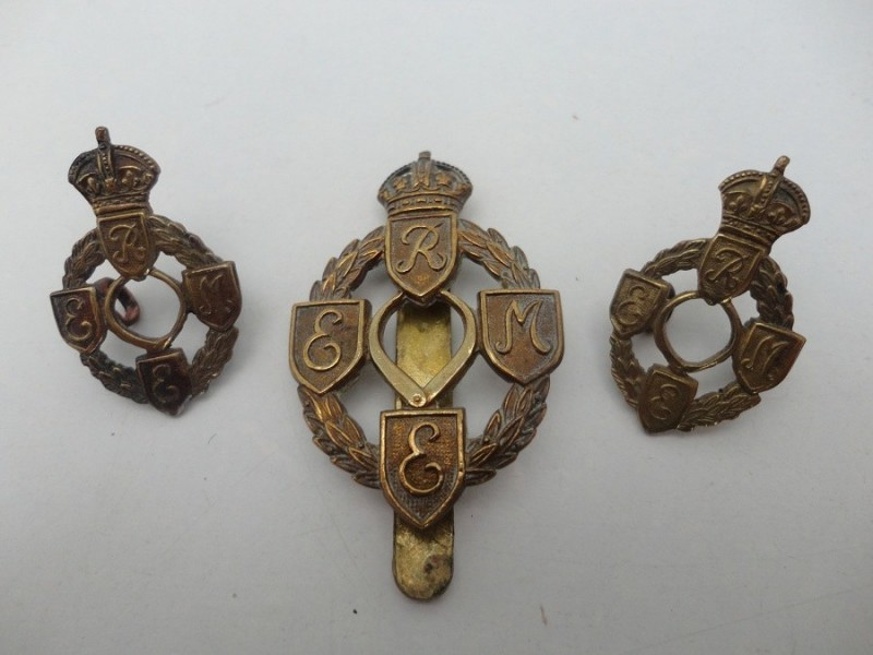 Royal Mechanical Badge Set